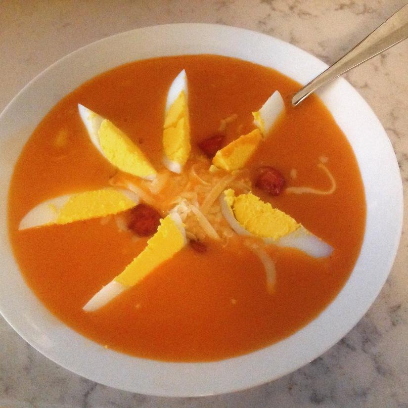Tomatsuppe i enfei.